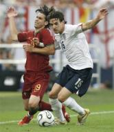 Owen Hargreaves confident England will beat Israel